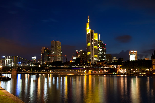 colorful-frankfurt-am-main-at-night-PWGB43H.jpg